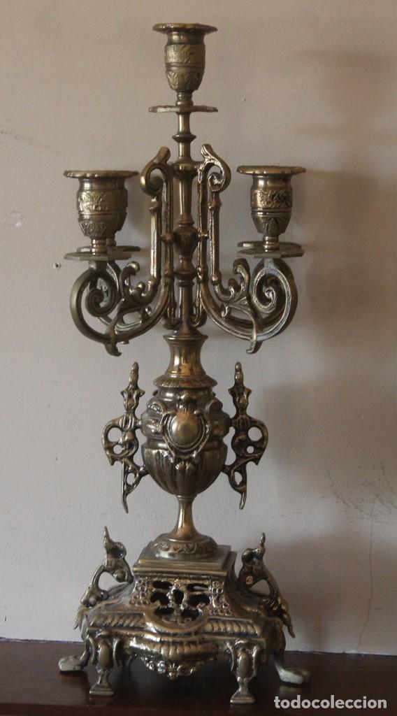 Antigüedades: MAGNIFICA PAREJA DE ANTIGUOS ENORMES CANDELABROS DE BRONCE PARA CINCO VELAS - Foto 2 - 148697738