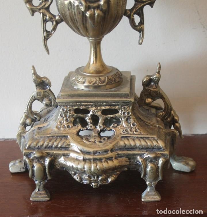 Antigüedades: MAGNIFICA PAREJA DE ANTIGUOS ENORMES CANDELABROS DE BRONCE PARA CINCO VELAS - Foto 3 - 148697738