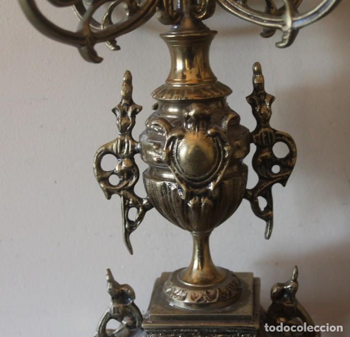 Antigüedades: MAGNIFICA PAREJA DE ANTIGUOS ENORMES CANDELABROS DE BRONCE PARA CINCO VELAS - Foto 4 - 148697738