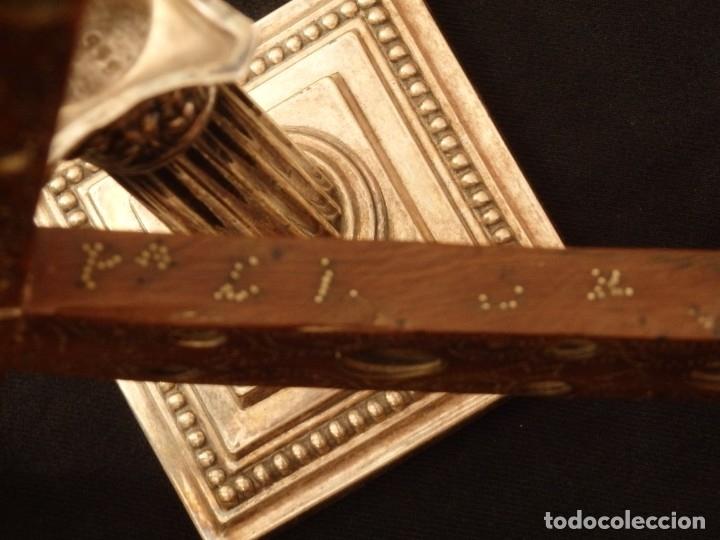 Antigüedades: Cruz relicario en madera tallada conteniendo cuarenta y dos oquedades. Siglos XVII.. - Foto 12 - 148702274