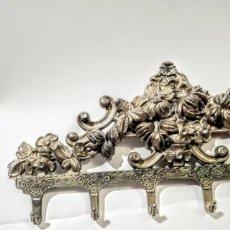 Antigüedades: PRECIOSAS PERCHAS DE BRONCE MODERNISTAS ANTIQUE UNIQUE. Lote 148721778
