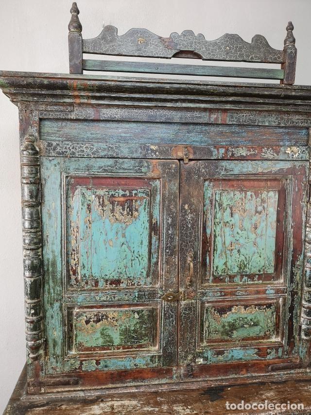 Antigüedades: IMPRESIONANTE ANTIGUA ALACENA DE 2 CUERPOS DE TECA PINTADA Y PATINADA INDIA S XIX - Foto 4 - 148779878