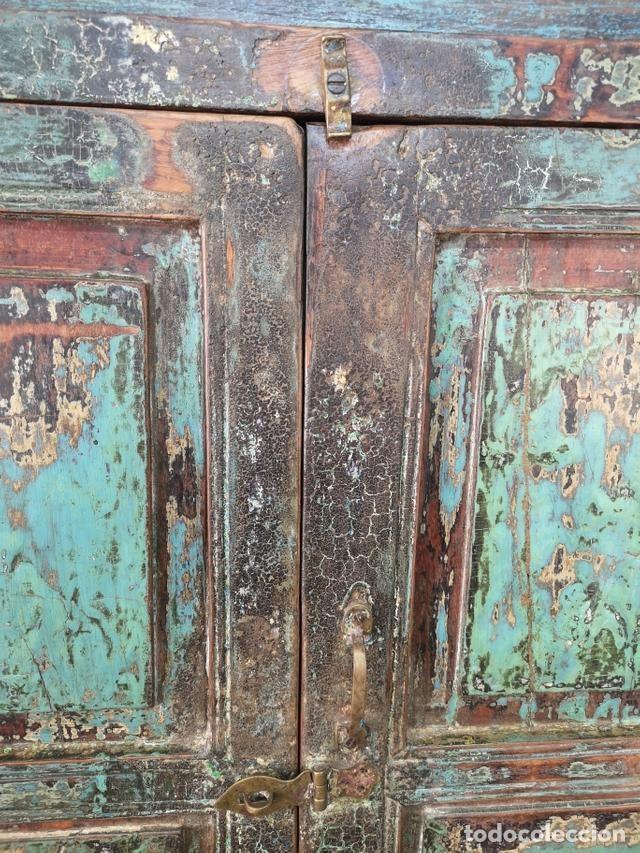 Antigüedades: IMPRESIONANTE ANTIGUA ALACENA DE 2 CUERPOS DE TECA PINTADA Y PATINADA INDIA S XIX - Foto 5 - 148779878
