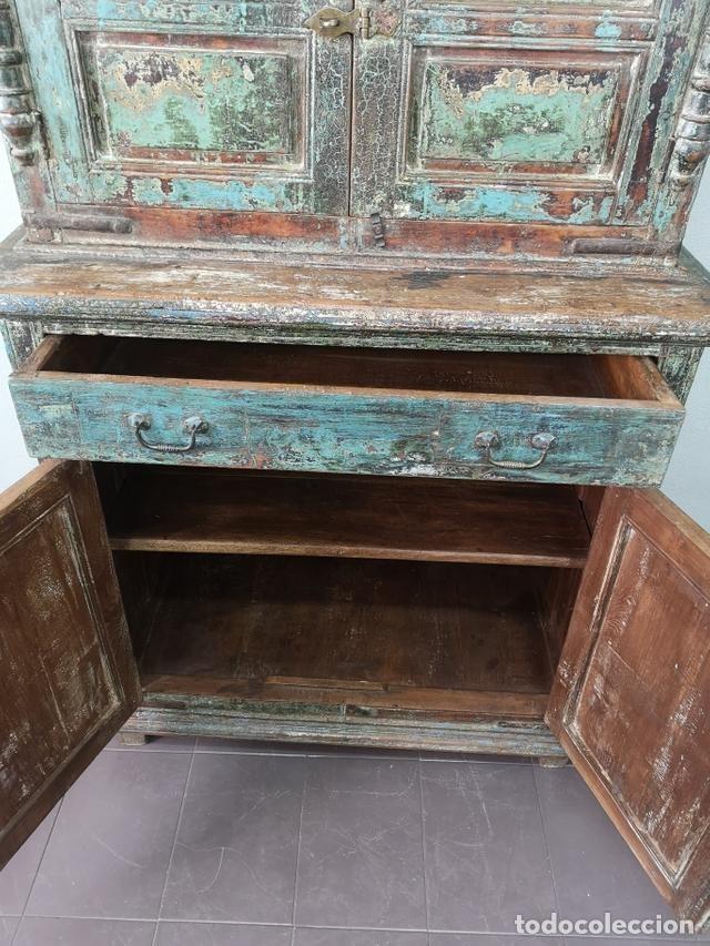 Antigüedades: IMPRESIONANTE ANTIGUA ALACENA DE 2 CUERPOS DE TECA PINTADA Y PATINADA INDIA S XIX - Foto 6 - 148779878