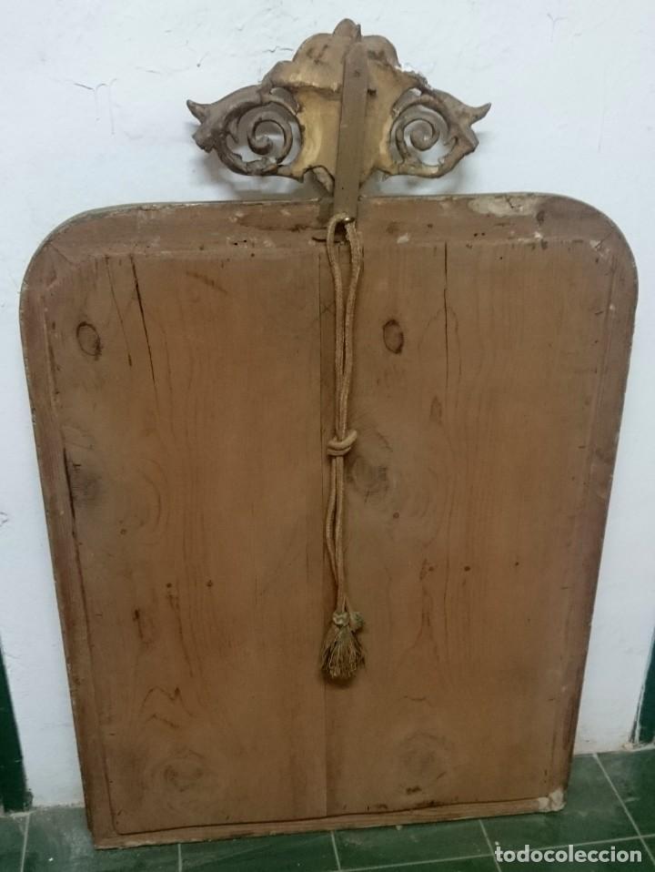 Antiques: Antiguo espejo isabelino dorado al oro fino con restos de estuco. Copete. Madera de pino. 97x62 cm - Foto 4 - 148782126