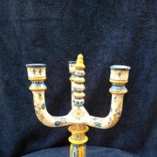 Antigüedades: CANDELABRO ANTIGUO ( TALAVERA) CREO QUE RUIZ DE LUNA 37 CM ALTO X 21 ANCHO. Lote 197738143