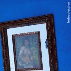 Antigüedades: MUJER EN RELIEVE SOBRE ESPEJO, 45 X 36 CM. EN UN MAGNIFICO MARCO DE MADERA TALLADA. Lote 148699522