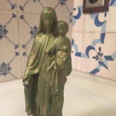 Antigüedades: ANTIGUA FIGURA DE LA VIRGEN DEL CARMEN CON NIÑO METALICA DE LOS AÑOS 50-60. Lote 148857714