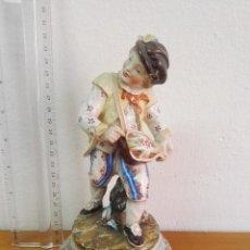 Antigüedades: FIGURA DE PORCELANA POLICROMADA ANTIGUA. Lote 50433405