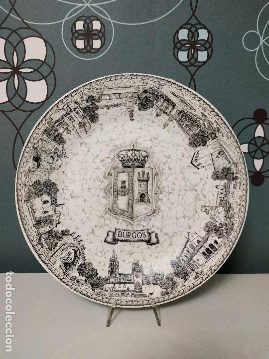 PLATO LLANO ROYAL CHINA VIGO,. ESCUDO DE BURGOS (Antigüedades - Porcelanas y Cerámicas - Santa Clara)