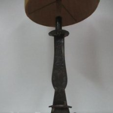 Antigüedades: LÁMPARA CANDELABRO ANTIGUA - HOJALATA CINCELADA - ELECTRIFICADA, FUNCIONA - CANDELABRO S. XVIII. Lote 149015870