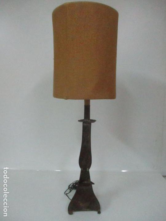 Antigüedades: Lámpara Candelabro Antigua - Hojalata Cincelada - Electrificada, Funciona - Candelabro S. XVIII - Foto 7 - 149015870