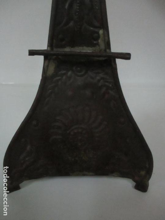 Antigüedades: Lámpara Candelabro Antigua - Hojalata Cincelada - Electrificada, Funciona - Candelabro S. XVIII - Foto 8 - 149015870