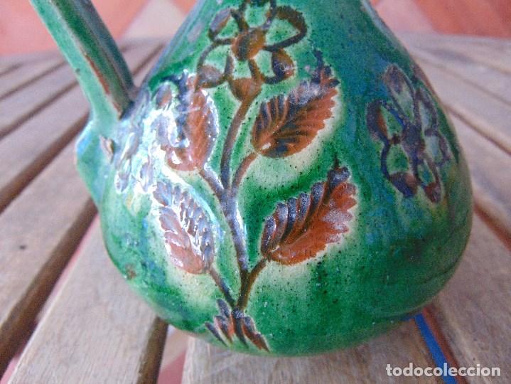 Antigüedades: PEQUEÑO CANTARO JARRA EN CERAMICA VIDRIADA EN VERDE CON DECORACION DE FLORES TITO UBEDA - Foto 2 - 149038450