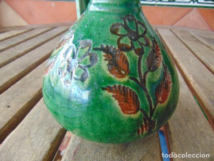 Antigüedades: PEQUEÑO CANTARO JARRA EN CERAMICA VIDRIADA EN VERDE CON DECORACION DE FLORES TITO UBEDA - Foto 3 - 149038450