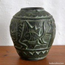 Antigüedades: CURIOSA PIEZA DE BARRO NEGRO DECORACIÓN EN RELIEVE * ANIMALES. Lote 149053398