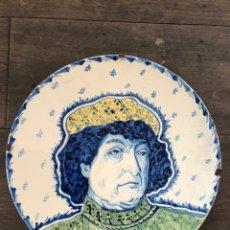 Antigüedades: IMPORTANTE PLATO DE LA ROQUETA. CERÁMICA MALLORCA (1897-1918) FIRMADO LA ROQUETA 1915. 41 CM. Lote 149058717