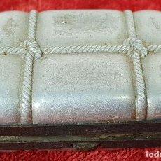 Antigüedades: CAJITA DE PLATA PARA CERILLAS. CIERRE DE METAL. CIRCA 1950. . Lote 149065074