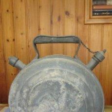 Antigüedades: VIEJO BOTIJO REALIZADO EN CHAPA DE ZINC Y BASE EN CHAPA DE HIERRO. Lote 149186762