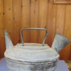 Antigüedades: VIEJO BOTIJO REALIZADO EN CHAPA DE ZINC. Lote 149186898