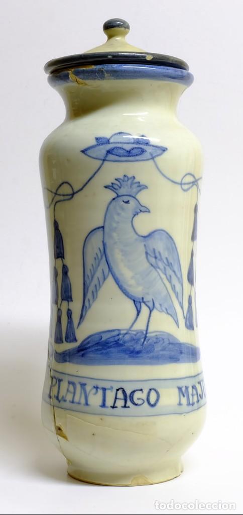S.XVIII O XIX - GRAN ALBARELO DE CERÁMICA CON ESCUDO MONACAL Y ÁGUILA DE SAN JUAN PINTADO A MANO (Antigüedades - Porcelanas y Cerámicas - Talavera)