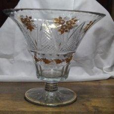 Antigüedades: FABULOSO FLORERO - JARRÓN DE CRISTAL TALLADO BICOLOR . Lote 149224230