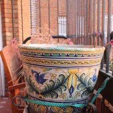 Antigüedades: MACETON DE GRANDES DIMENSIONES. 52 CM DE DIAMETRO. CERÁMICA DE TRIANA. Lote 149228702