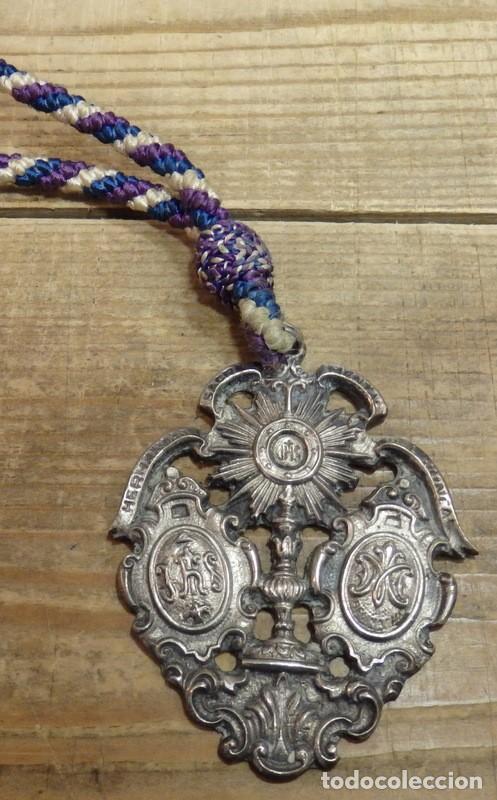 SEMANA SANTA SEVILLA, MEDALLA CON CORDON HERMANDAD DEL JUNCAL (Antigüedades - Religiosas - Medallas Antiguas)