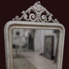 Antigüedades: ANTIGUO ESPEJO ISABELINO PINTADO AL ESTILO GUSTAVIANO. PIEZA ÚNICA Y ESPECIAL. LUNA ORIGINAL.104X67. Lote 149187578