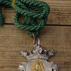 Antigüedades: MEDALLA CON CORDON HERMANDAD DEL ROCIO DE TRIANA. Lote 149371730