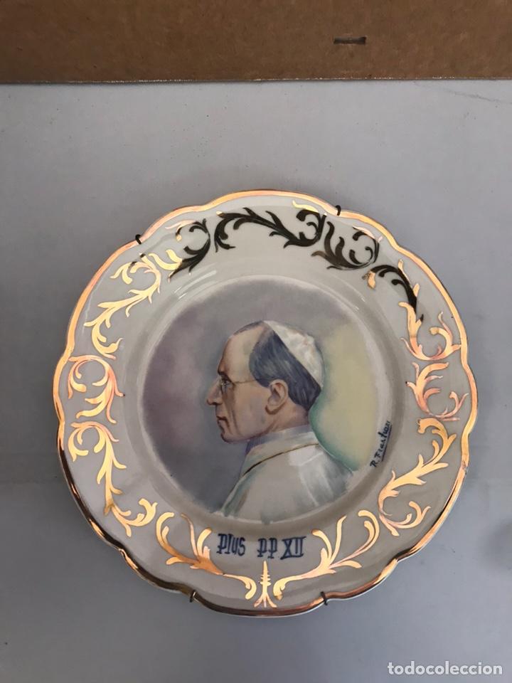 ANTIGUO PLATO PINTADO A MANO (Antigüedades - Porcelanas y Cerámicas - Otras)