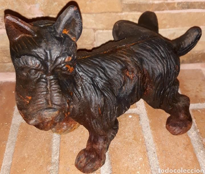 FIGURA HIERRO FUNDIDO PERRO FOX TERRIER ORINANDO (Antigüedades - Hogar y Decoración - Figuras Antiguas)