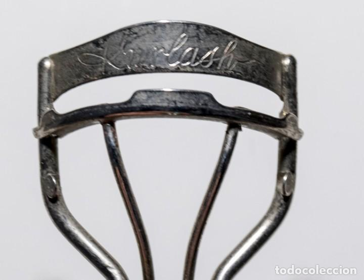 Antigüedades: Antiguo rizador de pestañas marca Kurlash de gomas recambiables. - Foto 3 - 149527886