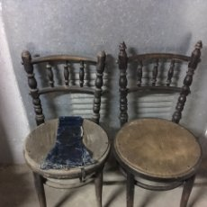 Antigüedades: DOS SILLAS ANTIGUAS DE MADERA. Lote 149544542
