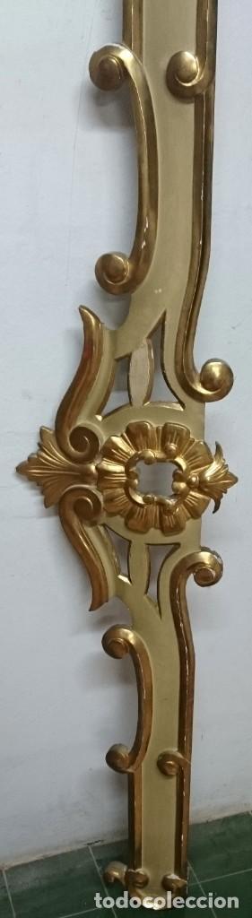 Antigüedades: Antiguo cortinero, galería de madera dorada al oro fino. Original Reina Ana. Siglo XVIII. 190x38x10 - Foto 3 - 149594734