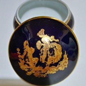 Pequeño joyero de Limoges en azul cobalto y oro. Firmado Porcelaine d'art LIMOGES France