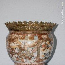 Antigüedades: CENTRO MESA EN PORCELANA SATSUMA CON BASE EN BRONE. Lote 149631682