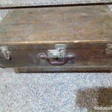 Antigüedades: ANTIGUA MALETA DE MADERA. Lote 149639878