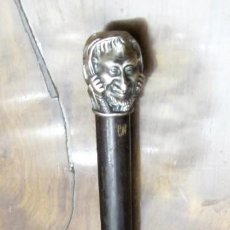 Antigüedades: GRACIOSO BASTÓN DE MADERA Y EMPUÑADURA CON CABEZA DE DOBLE CARA EN PLATA?. Lote 149643602
