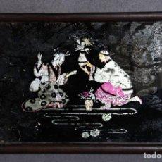 Antigüedades: EXCELENTE BANDEJA EN MADERA CON MOTIVOS JAPONESES. Lote 149661238
