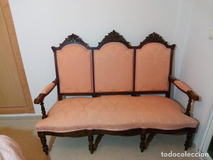TRESILLO ESTILO ISABELINO (Antigüedades - Muebles Antiguos - Sillones Antiguos)