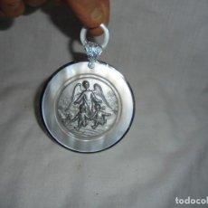 Antigüedades: MEDALLA PARA CUNA O COCHECITO ANGEL DE LA GUARDA . Lote 149738022
