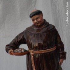 Antigüedades: FIGURA CERÁMICA INGLESA MARCA ROYAL DOULTON, THE JOVIAL MONK (MONJE JOVIAL) 1953. Lote 149738286