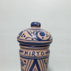 Antigüedades: TARRO BOTE ALBARELO EN CERAMICA DECORADO A MANO , MED ALTO 22 CM., BUEN ESTADO. Lote 149739782