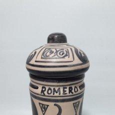 Antigüedades: TARRO BOTE ALBARELO EN CERAMICA DECORADO A MANO , MED ALTO 22 CM., BUEN ESTADO. Lote 149739854