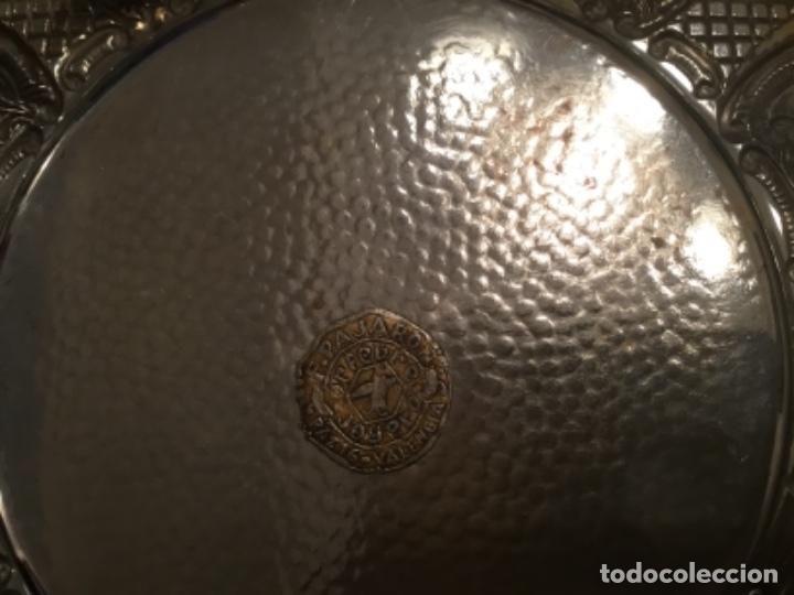 Antigüedades: Antiguo plato labrado artesanalmente por orfebre valenciano - Foto 2 - 149745022