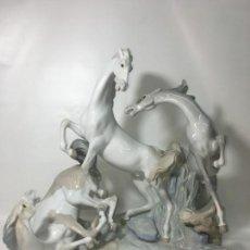Antiquitäten: LLADRO FIGURA EN PORCELANA ORIGINAL AÑOS 70 GRUPO DE CABALLOS. RAV800. Lote 149782802