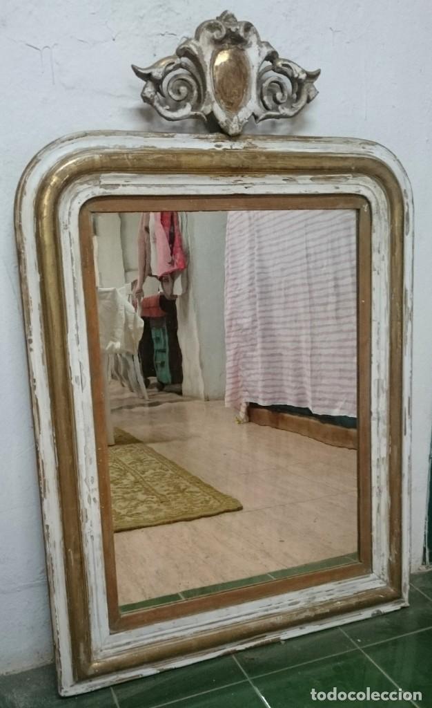 Antiques: Antiguo espejo isabelino dorado al oro fino con restos de estuco. Copete. Madera de pino. 97x62 cm - Foto 2 - 148782126