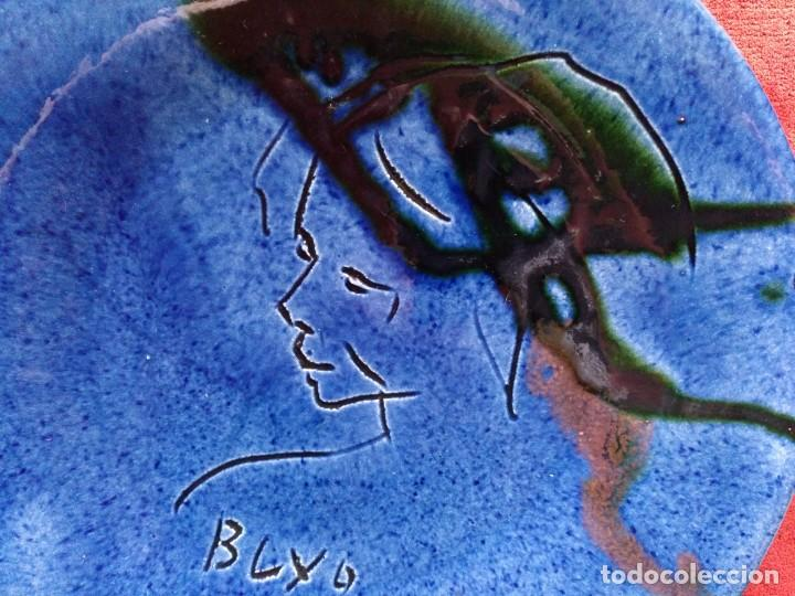 Antigüedades: PLATO DE PORCELANA PARA COLGAR AZUL COBALTO FIRMADO BUXO, TOMAS. DIAMETRO 24 CM - Foto 2 - 149808446