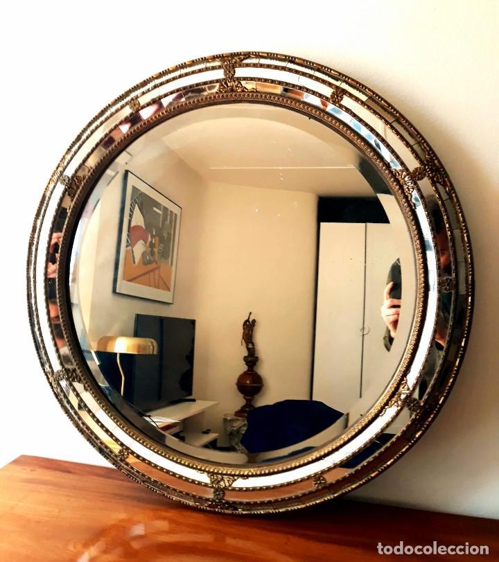 Antigüedades: Gran Espejo Antiguo Años 40. Posiblemente España o Francia. Con decoración en Latón. - Foto 2 - 149811750